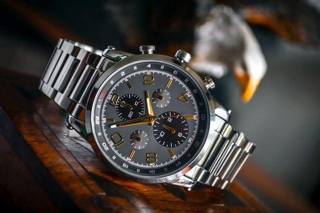Best Sweeping Second Hand Watches (Affordable & Comfortable)